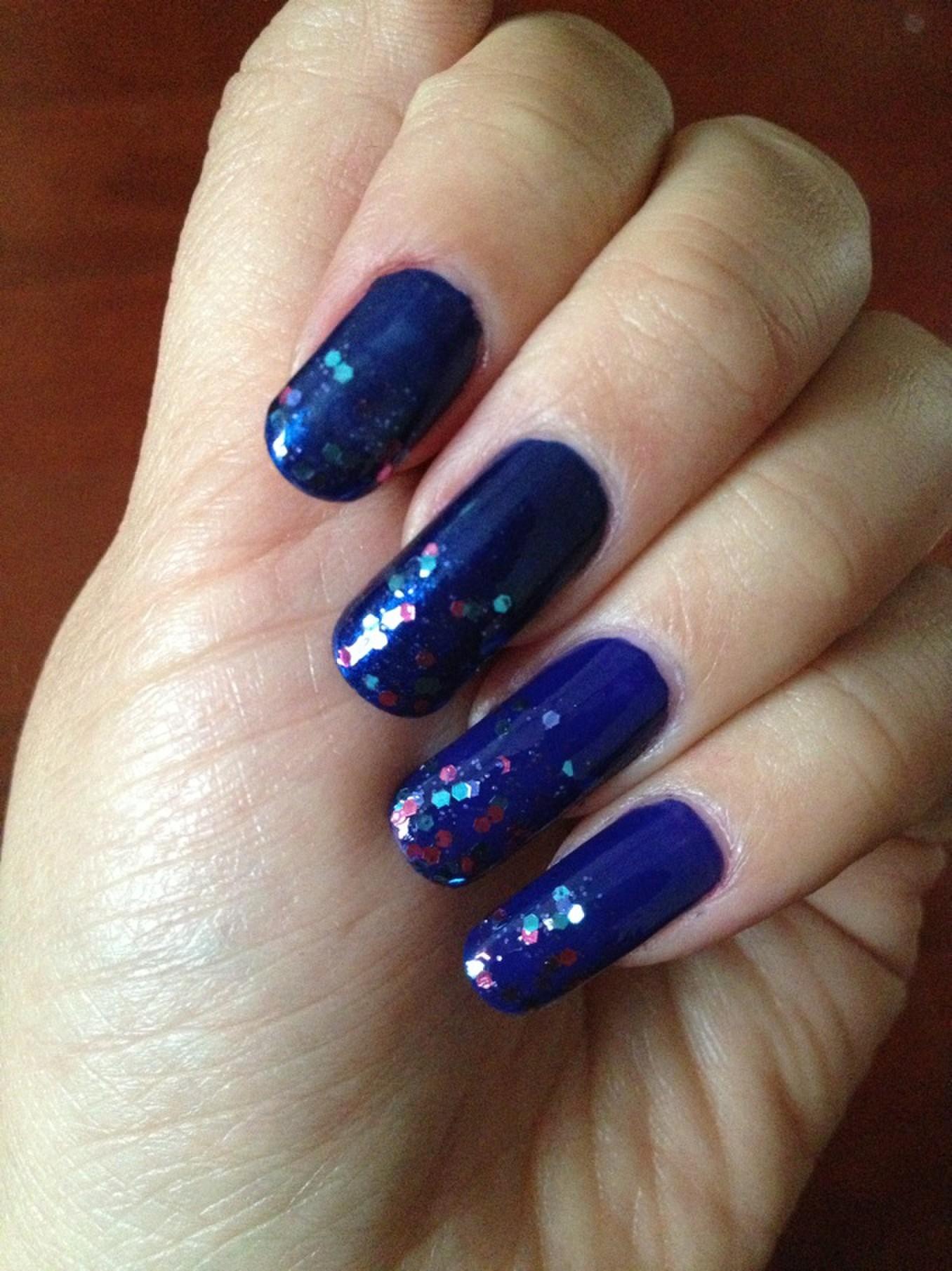 蓝色可爱指甲图片