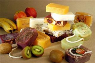 国宝菠丹妮去角质淡化黑斑雀斑手工皂110G菠萝椰子香皂\拼包分发