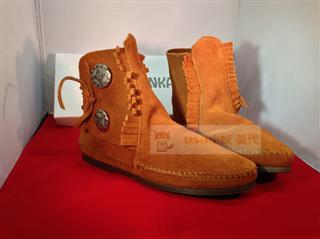 USA小妖美代 现货+代购 迷你唐卡Minnetonka 两颗扣脚踝靴